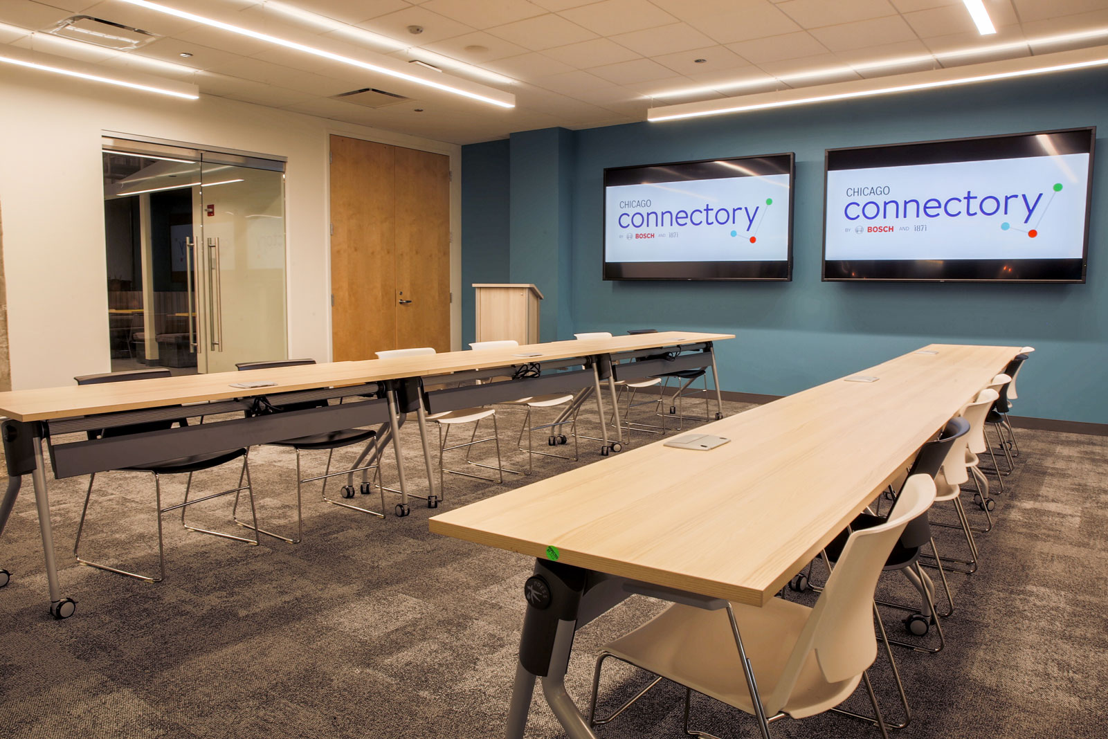 Large Conference Room to Host Collaborative Meetings | Chicago Connectory