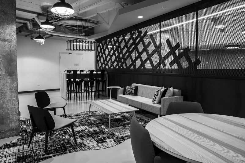 Lobby Area in Innovative Office Workspace | Chicago Connectory