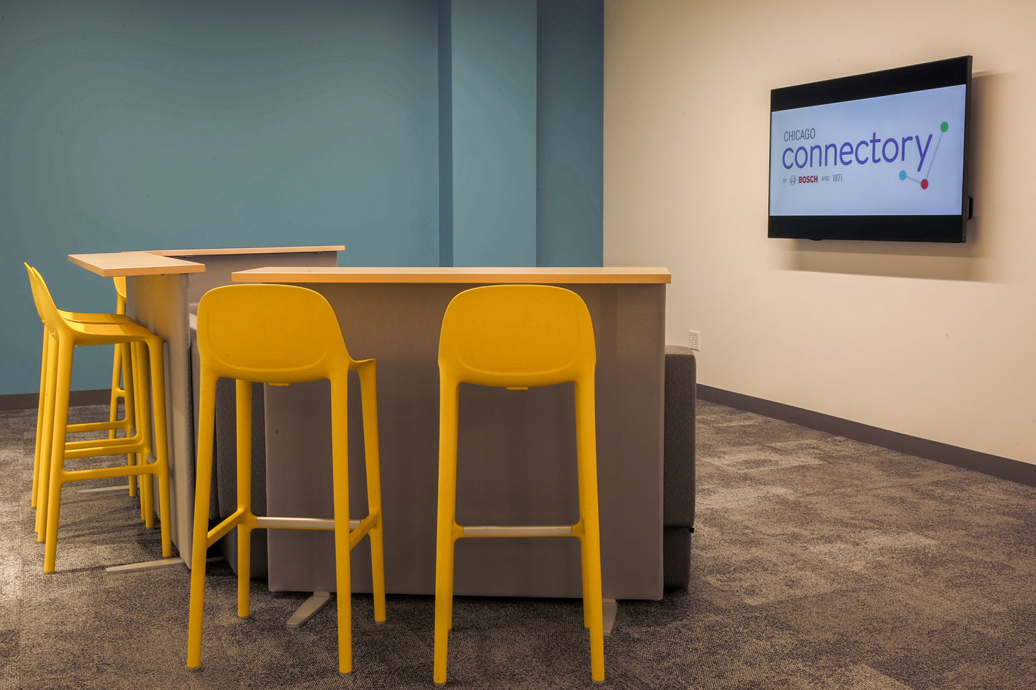 Collaborative Workspace with Monitor for Events | Chicago Connectory