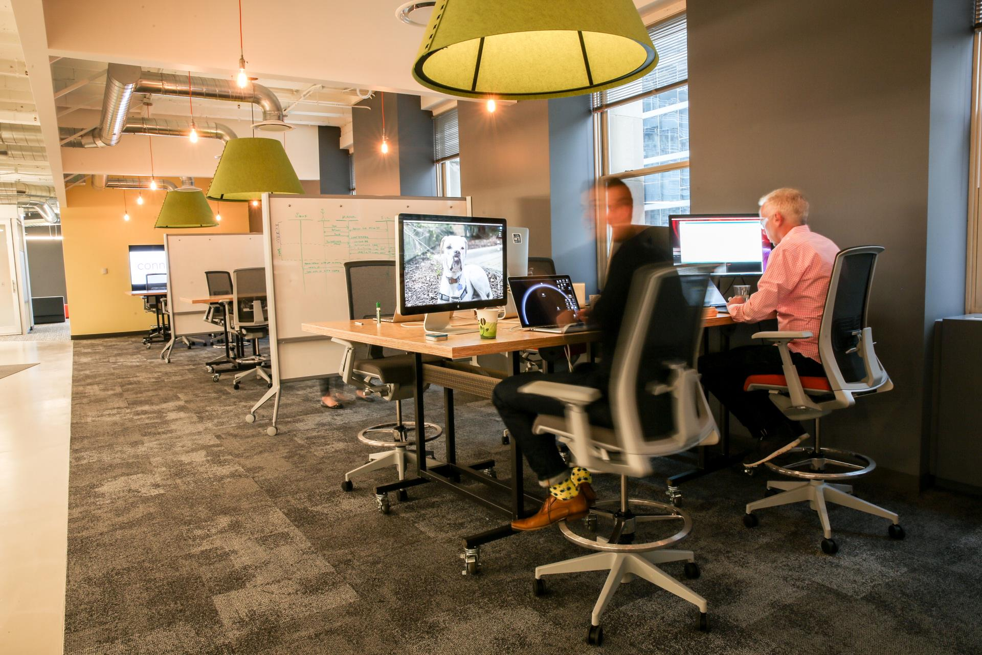 Reserved Member Workspace with Monitors | Chicago Connectory